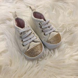 Carter's sneakers (NB)